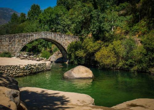 Piscina natural, puente parral en la garganta Jaranda